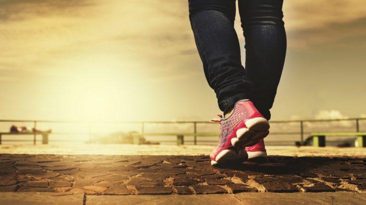 正しい姿勢で歩かないとどうなる?正しい歩き方についてご紹介